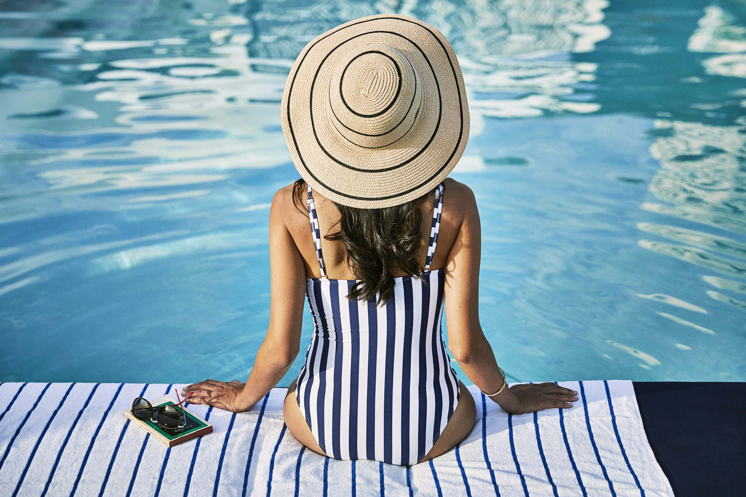 WOH_P139 Lifestyle Viewpoint Pool Hat